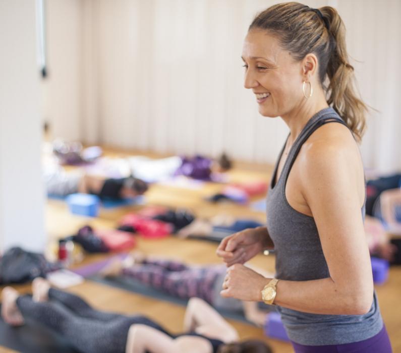 AUSGEBUCHT – 7 April 2019 I Therapeutische Adjustments mit Praxis für Yogalehrer mit Barbra Noh I Flingern